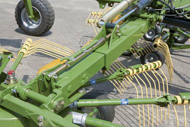 Mechanical Swadth Width Adjustment TC760 Swadro Krone Australia KRONE SWADRO TC 760/760P TWIN ROTOR CENTRE DELIVERY RAKES